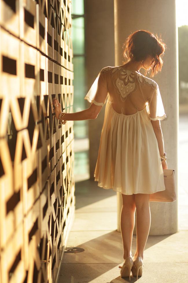 Фото девушки спиной в платье