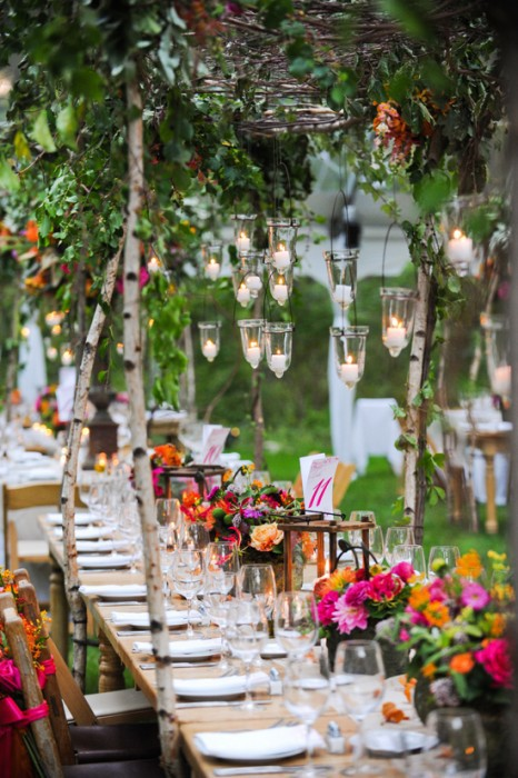 Gorgeous outdoor dinner party glitter inc glitter inc for Outdoor dinner party decorating ideas