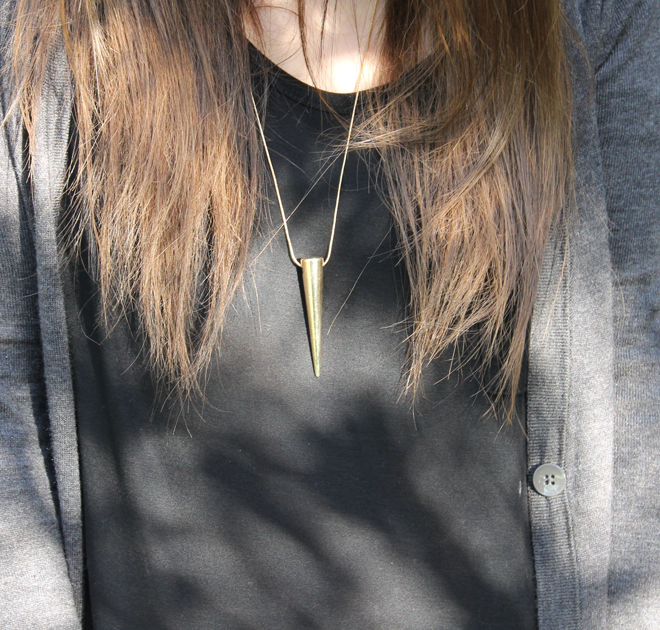 Lexi-Old-Navy-t-shirt-tee-cardigan-gold-spike-necklace-close-up-_-glitterinc.com