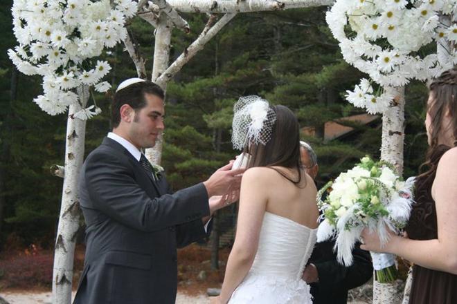 Lexi-and-Mike-wedding-chuppah-wine-migis-lodge-maine-_-glitterinc.com