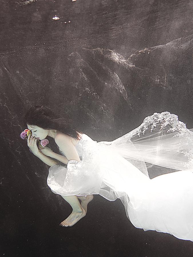 ada wang bride underwater flowers wedding dress