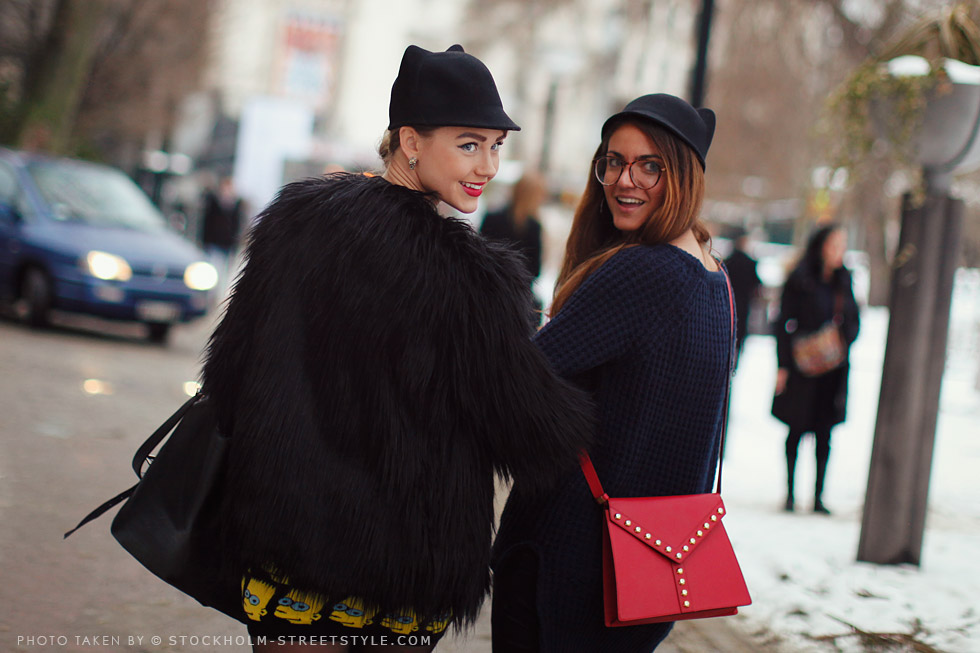 black red lipstick glasses fur street style