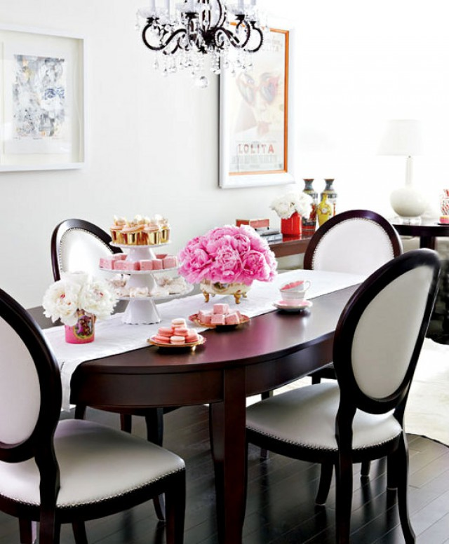 dining-room-bright-home-by-Virginia-MacDonald