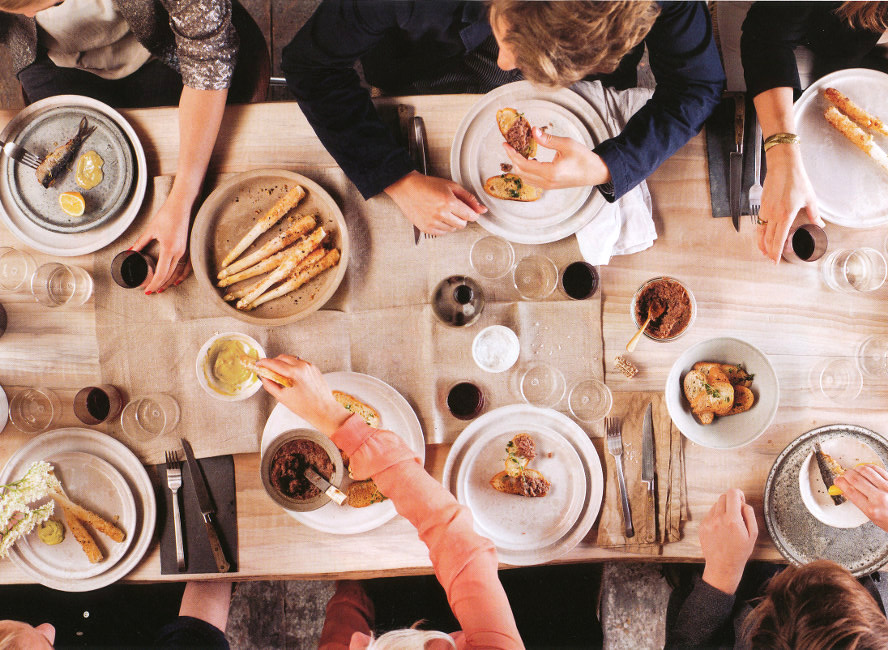 Dinner Party Gatherings Glitter Inc & Family Dinner Table Setting - Castrophotos