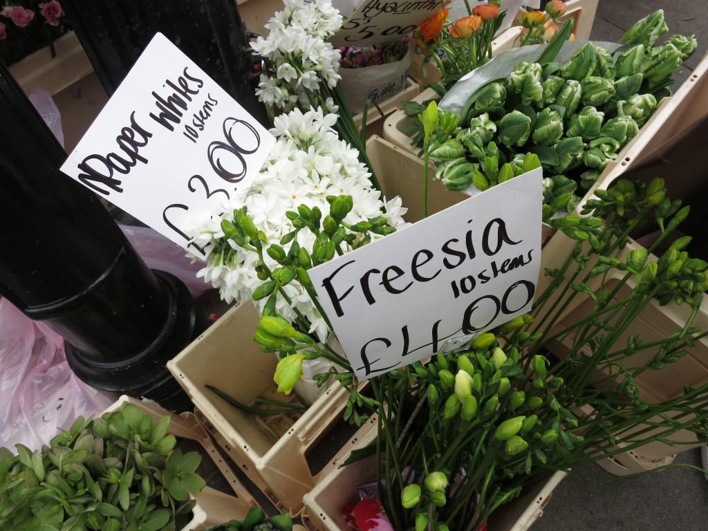 London Portobello Market flowers stand _ glitterinc.com