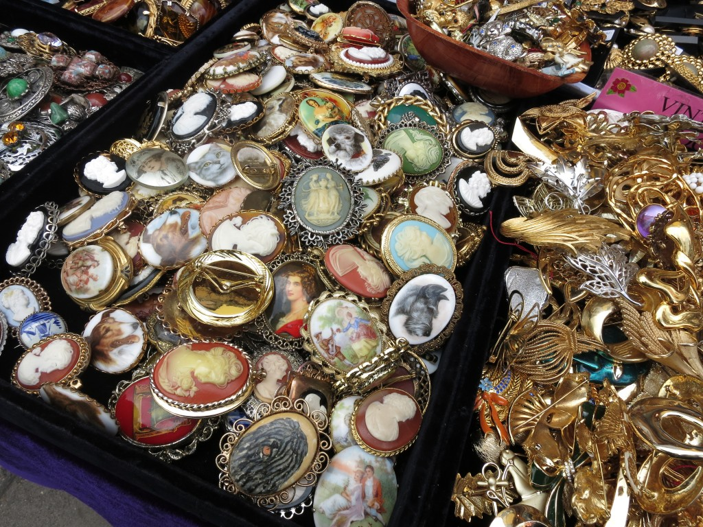 London Portobello Market jewelry vintage _ glitterinc.com