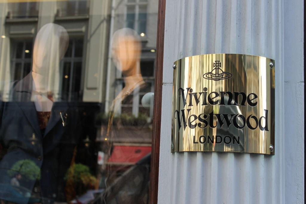 London vacation travel Vivienne Westwood _ glitterinc.com