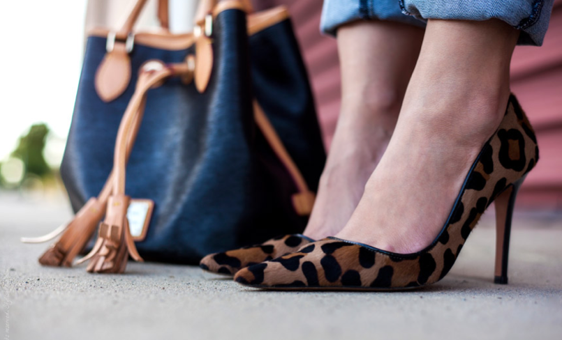 leopard prints pumps heels bag tassels shoes street style