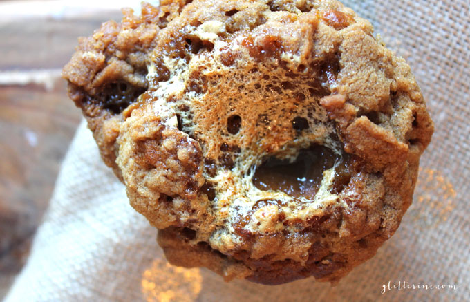 pumpkin-marshmall-stuffed-streusel-fall-muffins-_-glitterinc.com