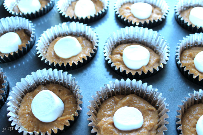 pumpkin-marshmallow-streusel-topping-muffins-fall-baking-_-glitterinc.com