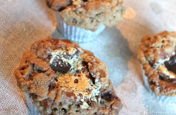 pumpkin-marshmallow-stuffed-streusel-muffins-_-glitterinc.com