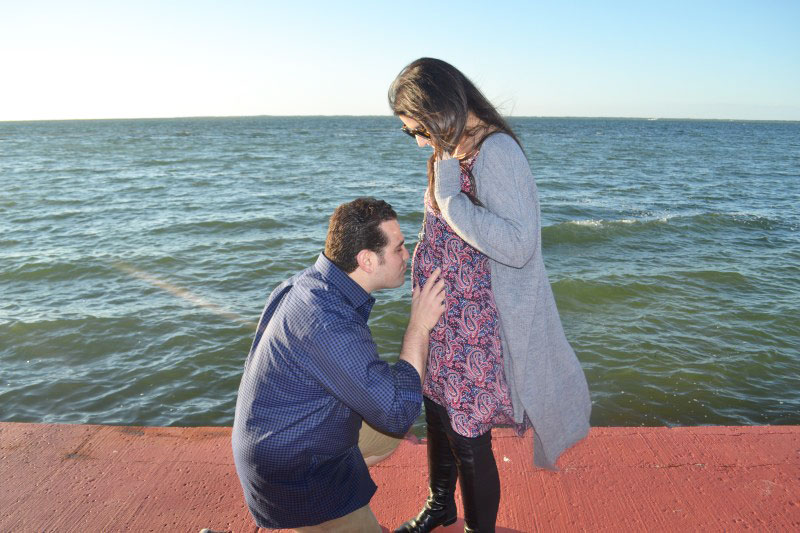 Glitter,-Inc.-Pregnancy-Announcement---Beach---Mike-and-Lexi---glitterinc.com