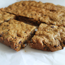Healthy-Oatmeal-Peanut-Butter-Chocolate-Chip-Cookie-Bars-3---glitterinc.com
