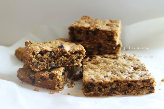 Healthy-Oatmeal-Peanut-Butter-Chocolate-Chip-Cookie-Bars-5---glitterinc.com
