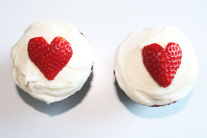 Red-Velvet-Cupcakes-with-Cream-Cheese-Frosting-+-Strawberry-Hearts---The-Hummingbird-Bakery-3---glitterinc.com