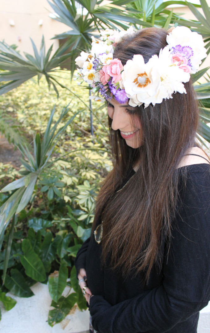 it's-a-girl-floral-crown-DIY-pregnancy-announcement-bump---glitterinc.com