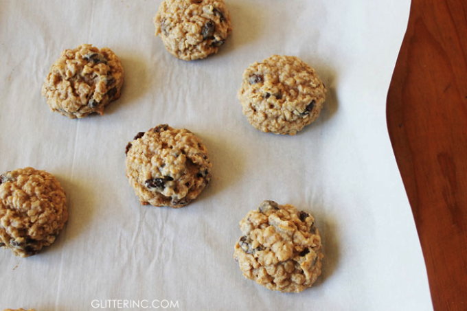 Thick-+-Chewy-Lower-Sugar-Oatmeal-Raisin-Cookies-{Recipe}-3---glitterinc.com