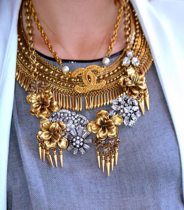 statement-necklace-layers-chanel-flowers