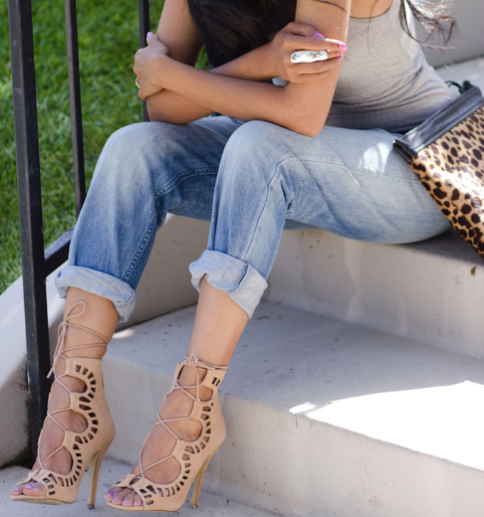 H&M-Boyfriend-Jeans-+-Grey-Tank-+-Shoemint-Lace-up-sandals-Romy-in-Tan-+-Leopard-Clutch-+-Shop-Caravan-reflective-sunglasses---Mirrored-sunglasses-10