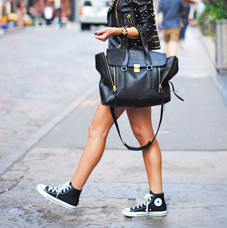 shopping-street-style-Zina-with-phillip-lim-shopping-bag