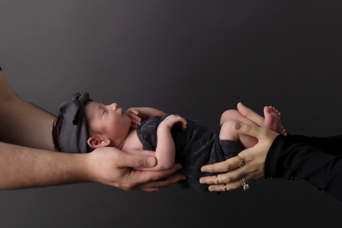 Scarlett Everly Newborn Baby Photo Shoot 14 - glitterinc.com