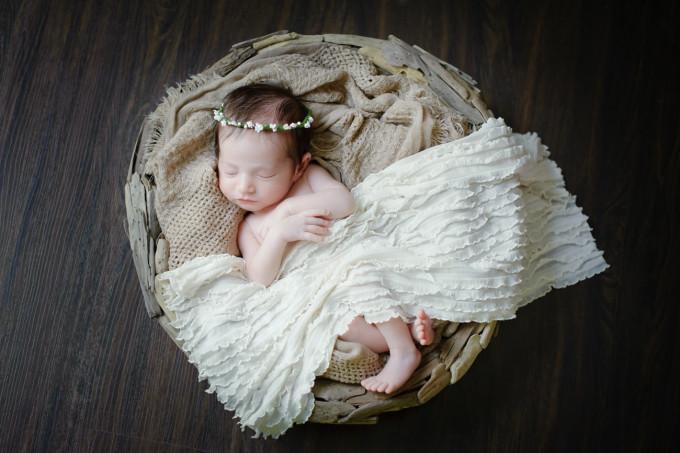 Scarlett Everly Newborn Baby Photo Shoot 5 - glitterinc.com
