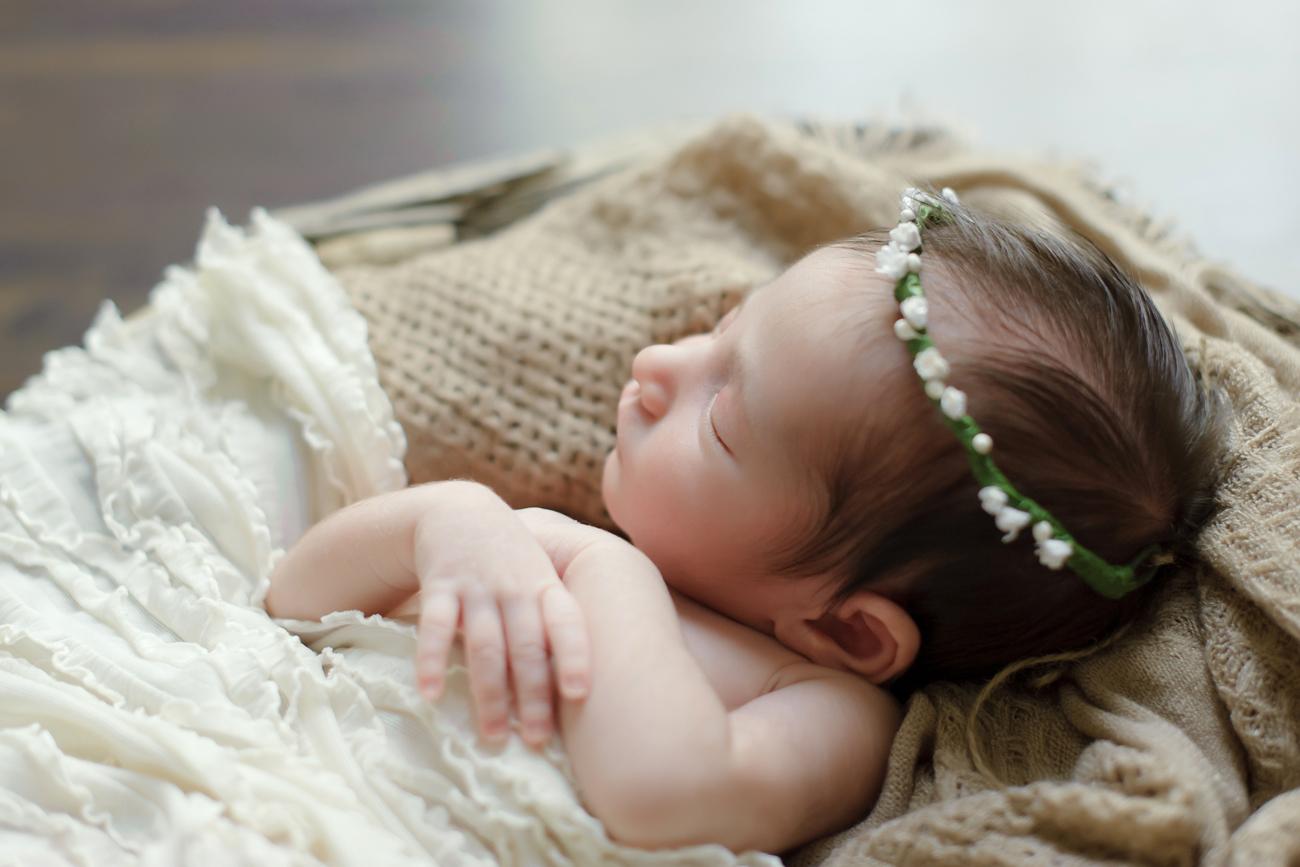 Scarlett Everly Newborn Baby Photo Shoot 6 - glitterinc.com
