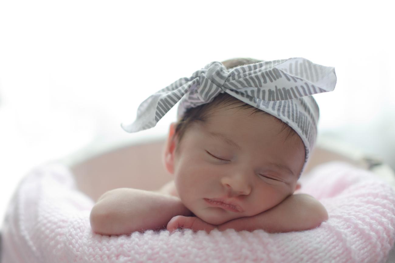 Scarlett Everly Newborn Baby Photo Shoot 8 - glitterinc.com