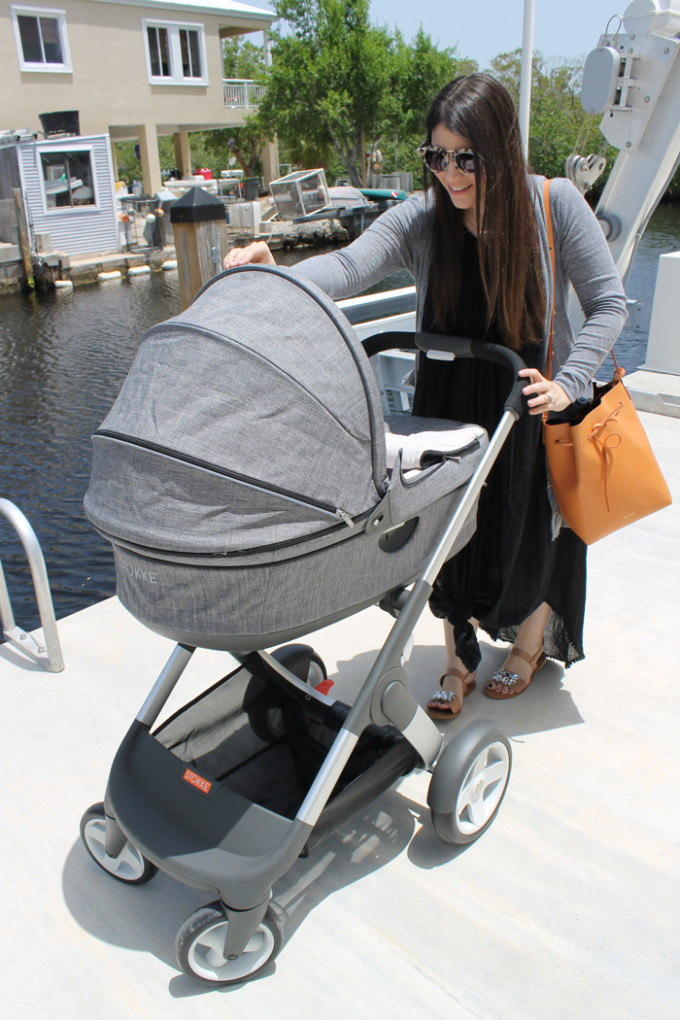 Stokke-Crusi-with-Carry-Cot-stroller-review-+-mansur-gavriel-bucket-bag-+-sunglasses---glitterinc.com