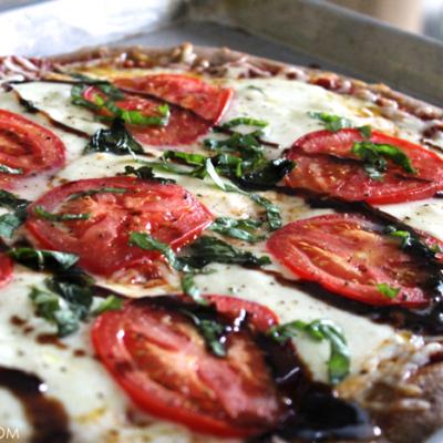 Easy Caprese Pizza with Balsamic Glaze {Recipe}