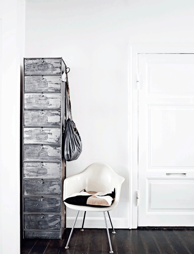 Danish-Home-Black-White---cabinet