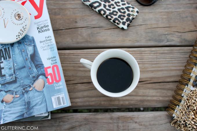 blogger-desk-starbucks-coffee-3---glitterinc.com