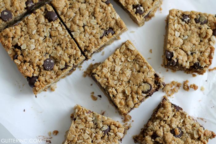 dark-chocolate-chip-oatmeal-cookie-bars-recipe-2---glitterinc.com
