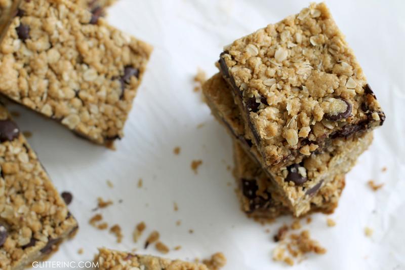 dark-chocolate-chip-oatmeal-cookie-bars-recipe---glitterinc.com