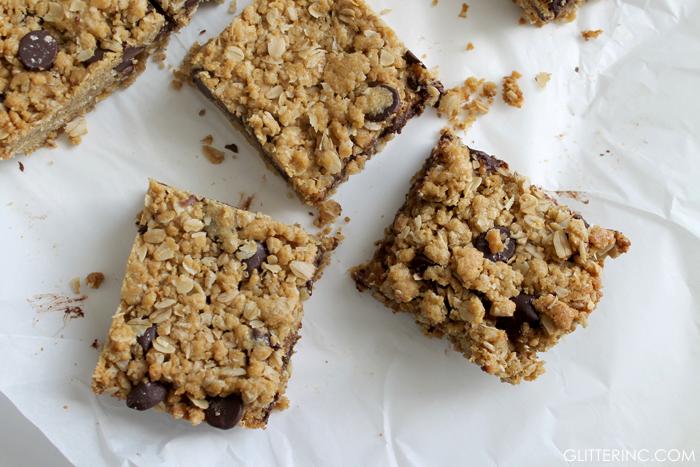 dark-chocolate-chip-oatmeal-cookies-bars-recipe-4---glitterinc.com