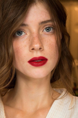 burberry-fall-wainter-berry-red-lips-lipstick
