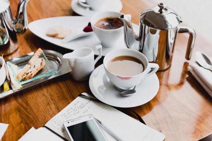 coffe phone breakfast