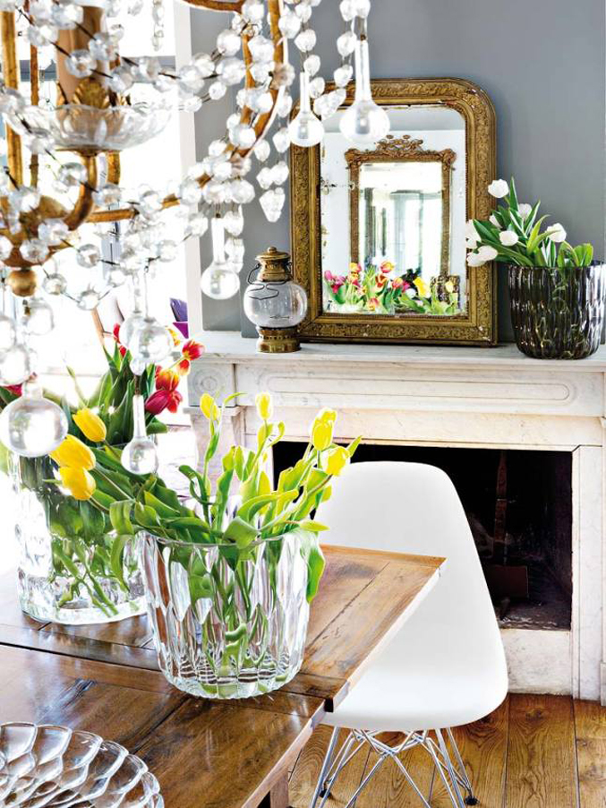 colorful-light-filled-madrid-home---chandelier