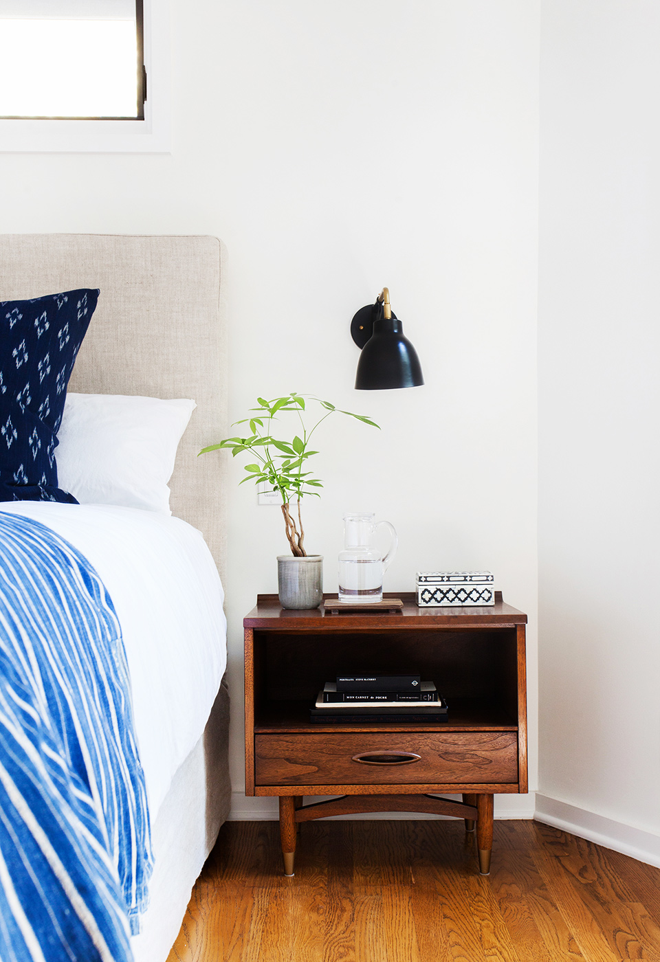 Amber Interiors Guest Bedroom Domaine