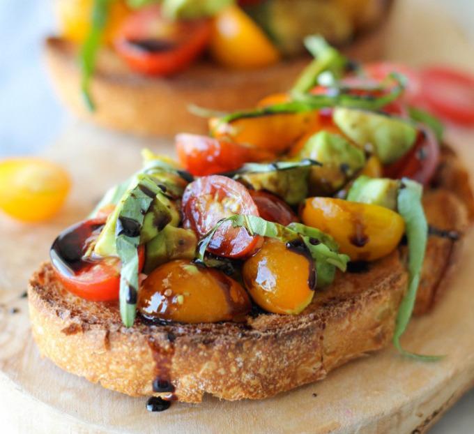 bruschetta-tomato-avocado-balsamic-drizzle