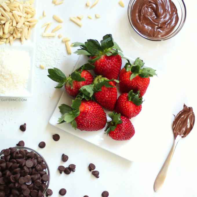 A delicious new take on classic chocolate covered strawberries, these chocolate Nutella covered strawberries are SO yummy. Click through for the recipe. | glitterinc.com | @glitterinc