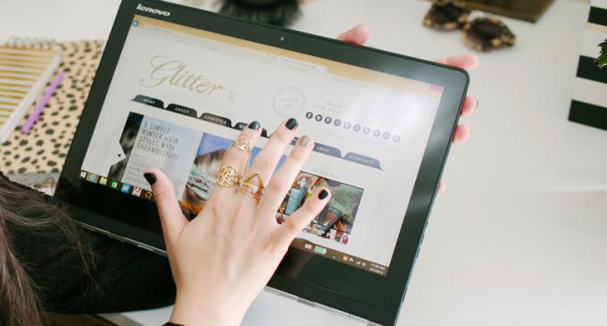 (c) Lenovo-Yoga-Pro-3-Giveaway---Lifestyle-Blogger---Desk---glitterinc.com