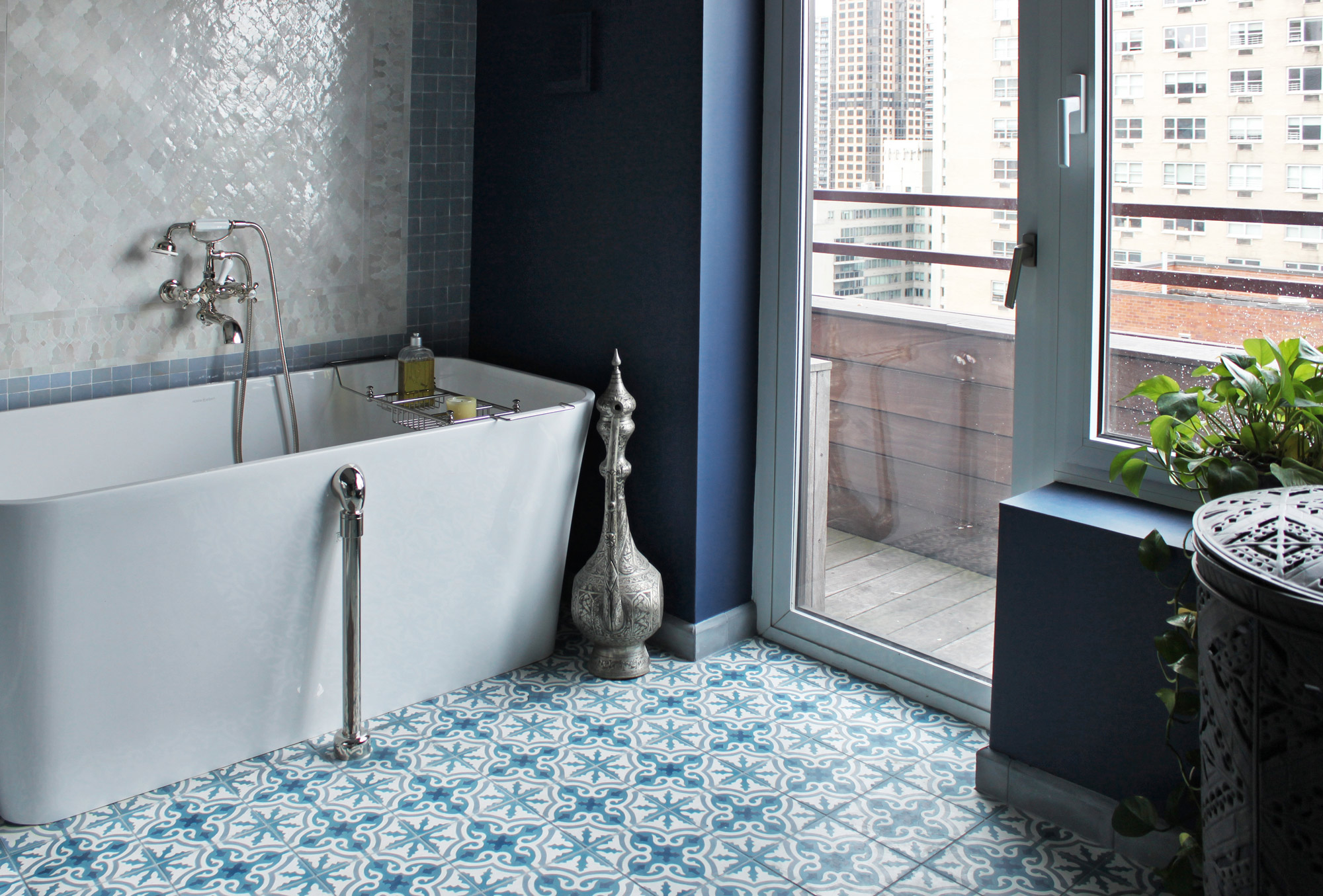 Patterned Bathroom Floor Tile Tub