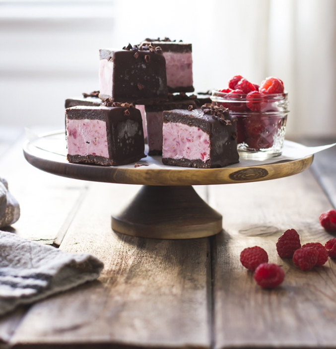 vegan-ice-cream-sandwiches-(raspberry-brownie)-26