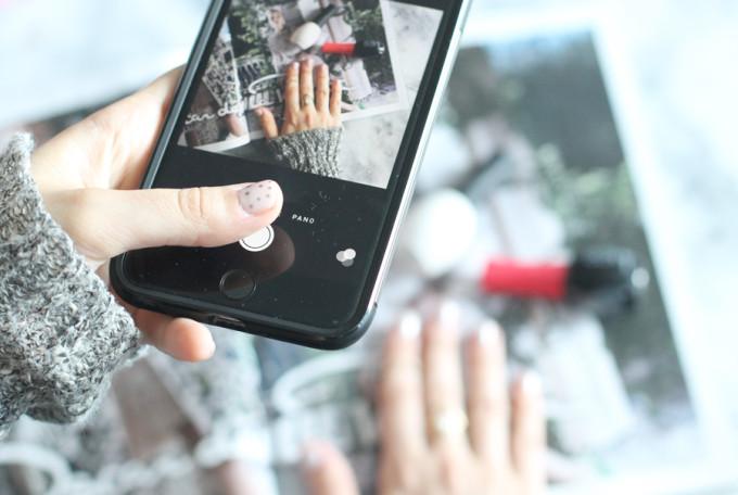DIY-polka-dot-manicure---iphone---target-style---glitterinc.com