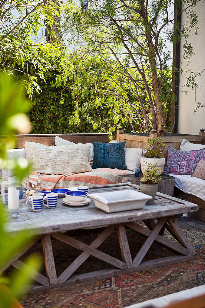 outdoor-dining-space-lounge-bohemian
