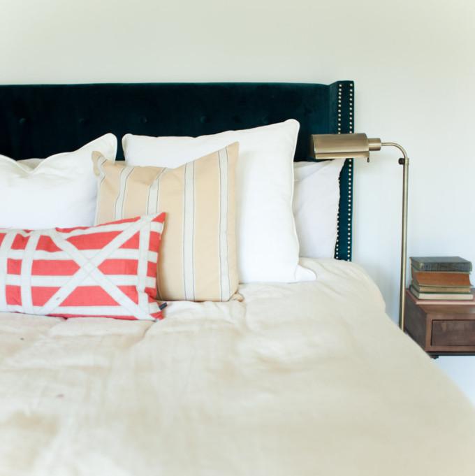 rustic-bedroom-blue-velvet-headboard-bedroom