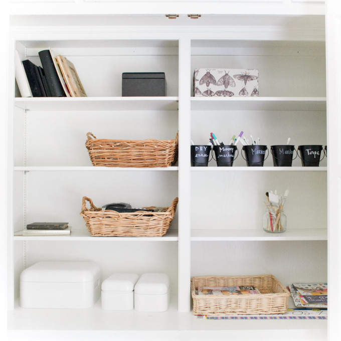 rustic-home-white-shelves-chalkboard