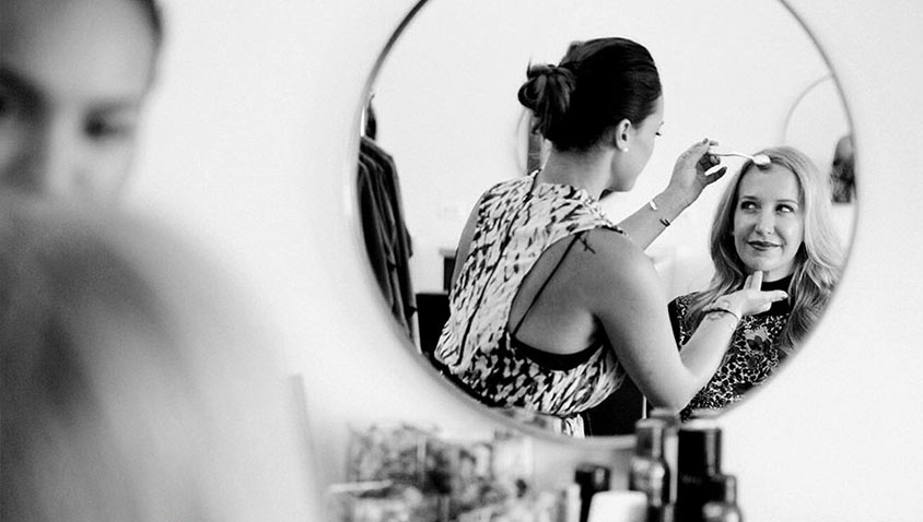 Unique Mother's Day Ideas, like treating your mom to a Glamsquad before a girl's night out.