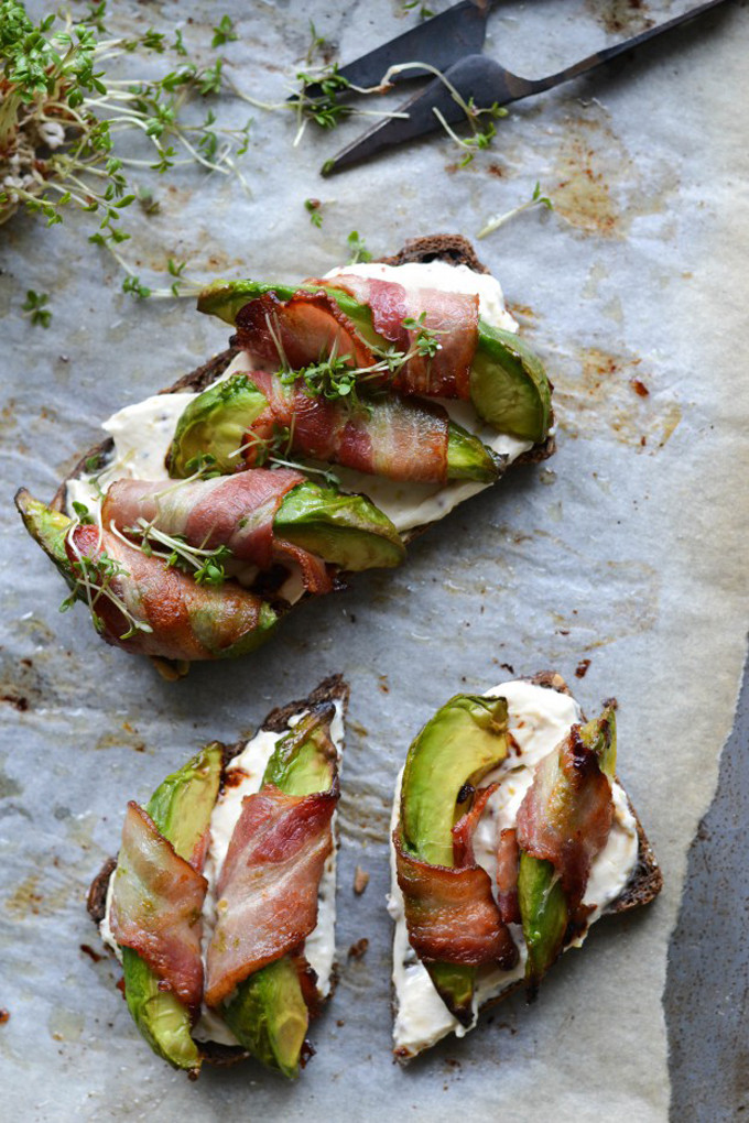 avocado-bacon-cream-cheese-toast-tartine